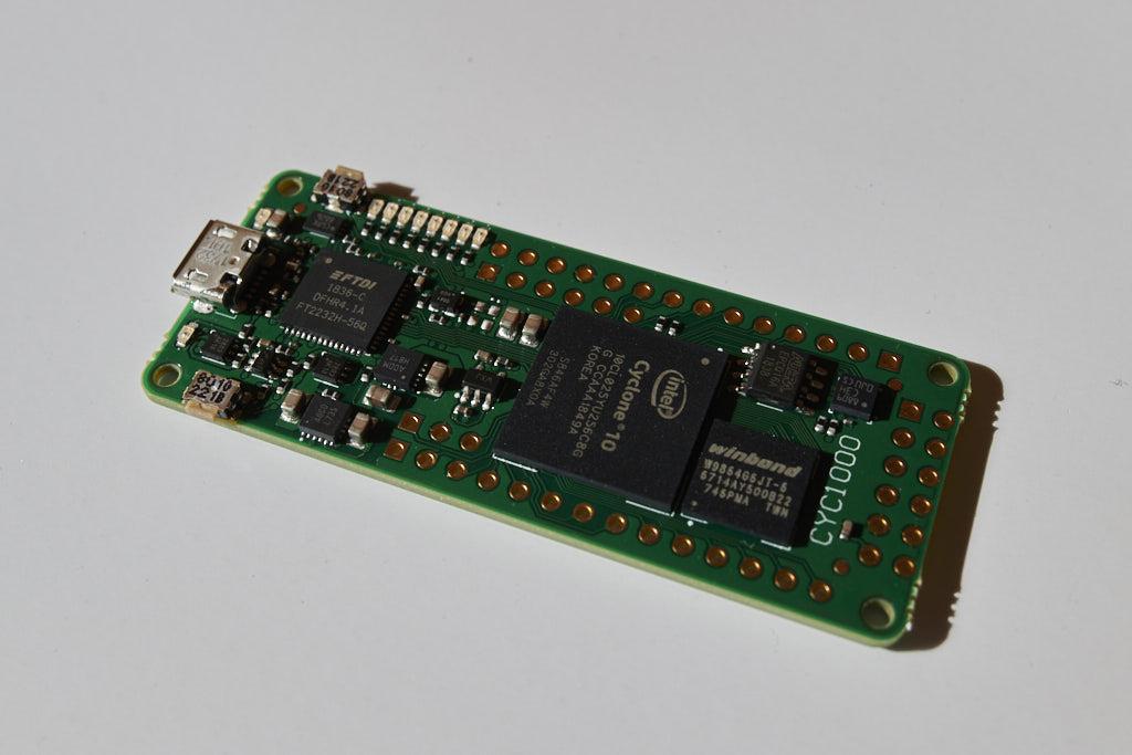 cyc1000 board